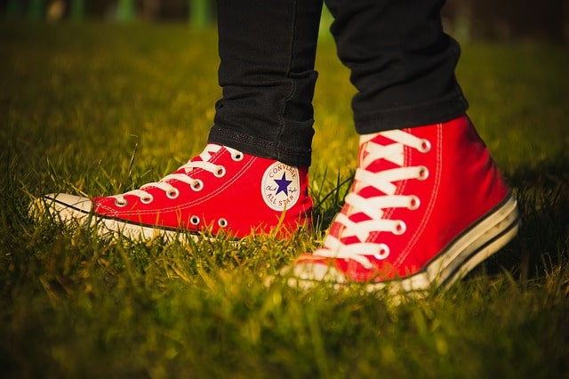 Converse rouge pied