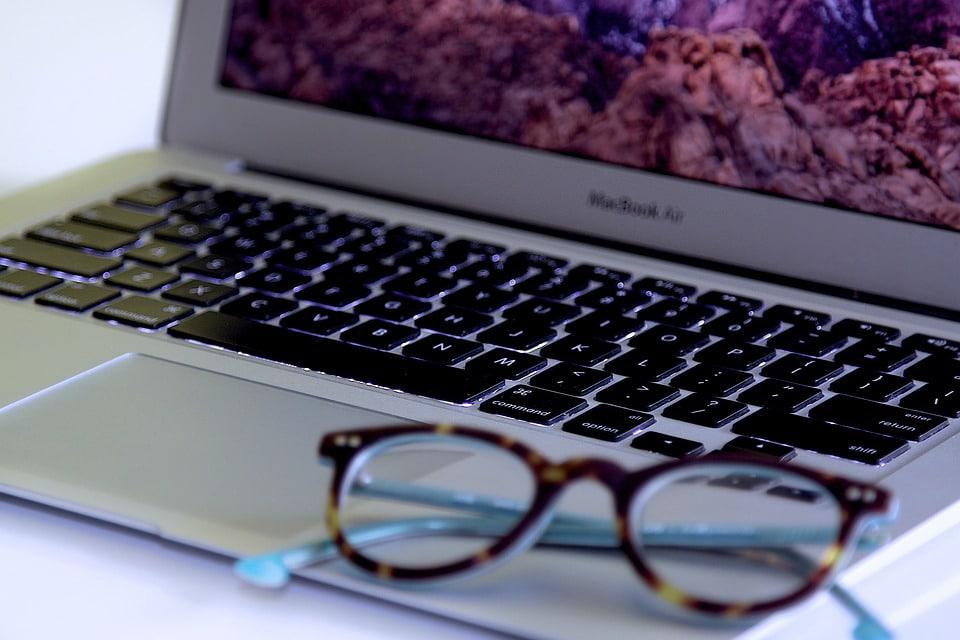 Nos conseils pour choisir vos lunettes cran ordinateur for Quel ecran choisir pour ordinateur